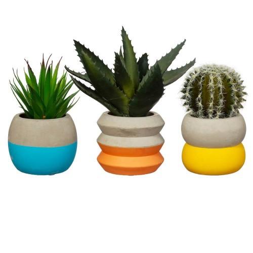 Maceteros pequeños de color gris cemento y azul, naranja o amarillo.